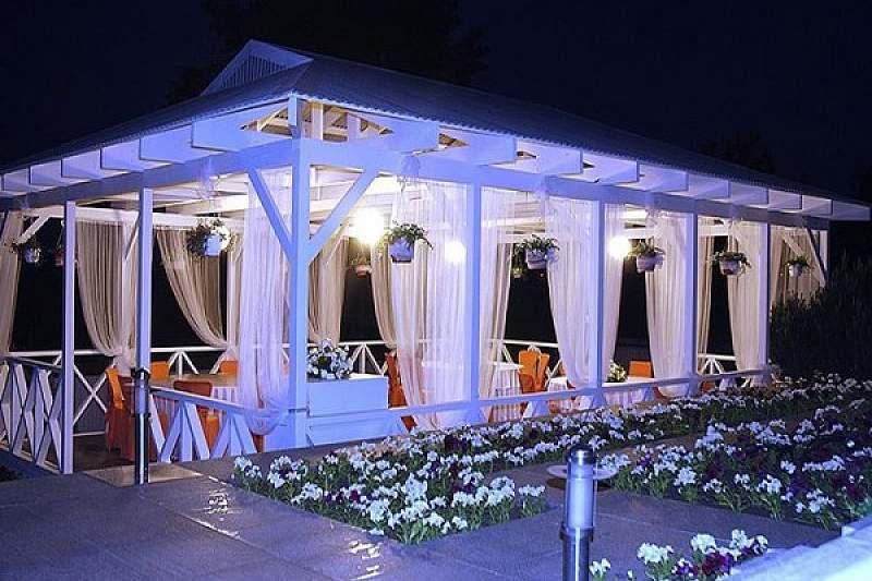 Веранда, ресторан у воды, шатры, ресторан при отеле, загородный ресторан, коттедж, ресторан для банкета